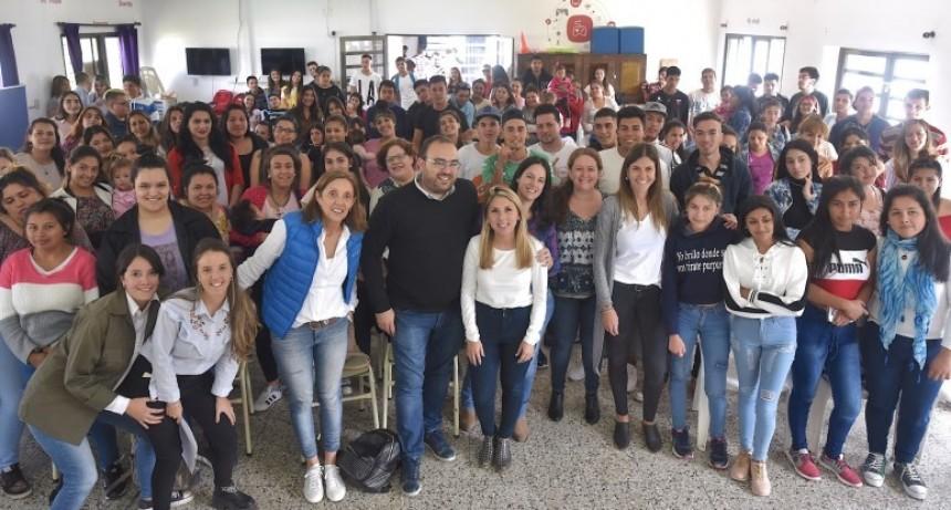 Escuelas de Trabajo: 216 jóvenes completaron cursos de formación laboral
