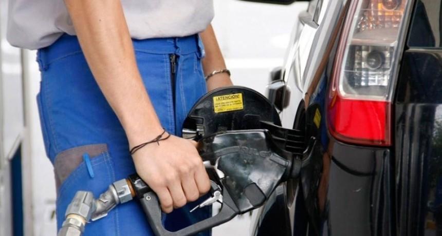 Este jueves la nafta aumentará entre un 5% y 6%