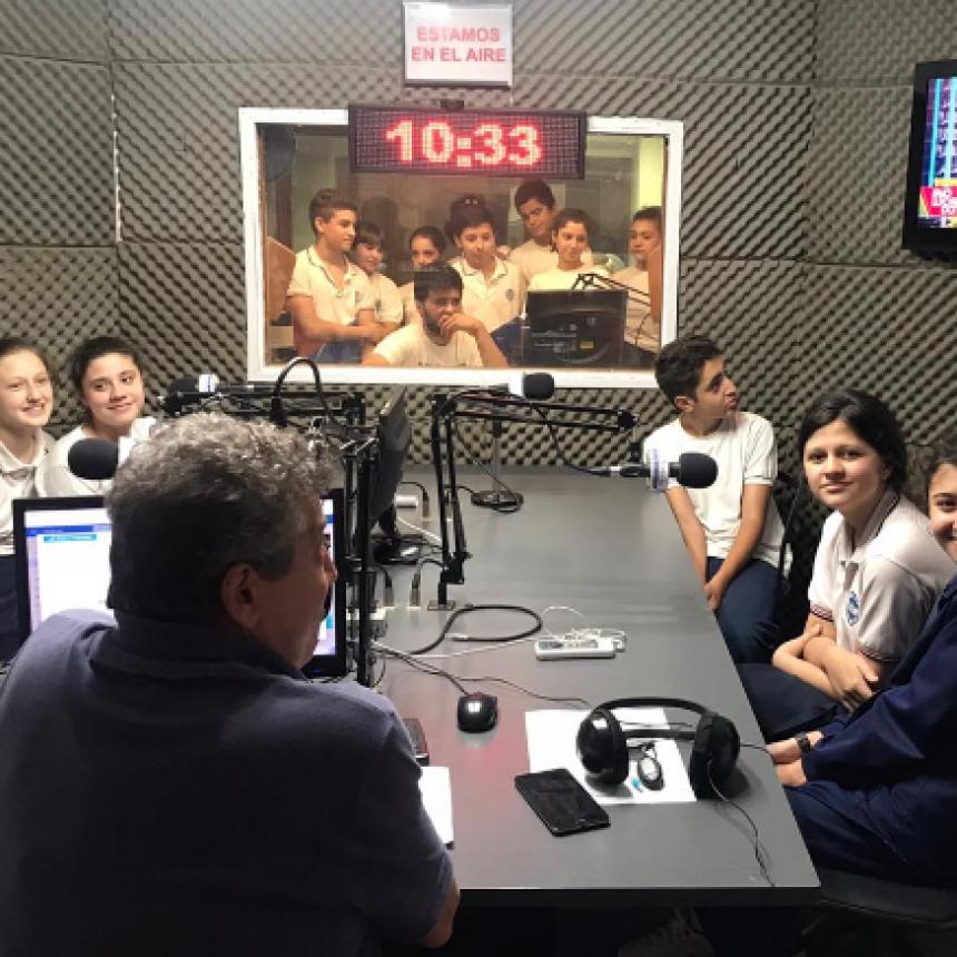 Alumnos de la Escuela Sara Faisal visitaron Radio de Noticias