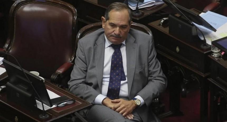 Tras la denuncia de violación de su sobrina, Alperovich pidió licencia en el Senado