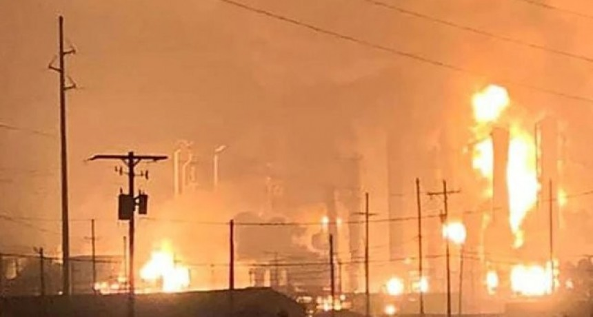 Una gran explosión se registró en una planta química en Texas