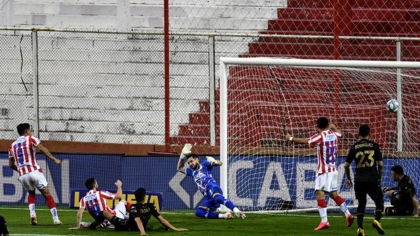 Con Moyano como figura, Unión derrotó a Racing