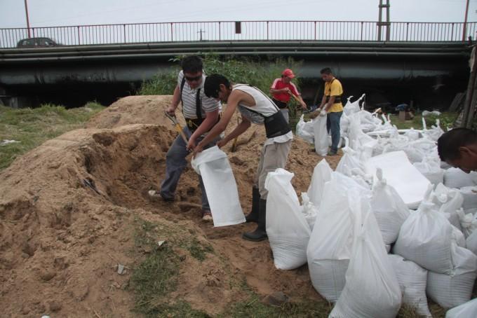 Crecida del Paraná: el Municipio intensifica las tareas en la zona de la costa