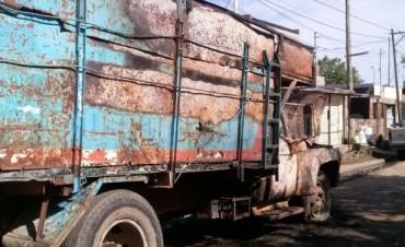 Quemacoches atacaron un camión durante la madrugada