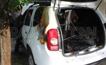 Quemacoches incendiaron un auto en barrio Centenario