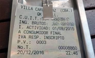 Con un ticket, escracharon a una pizzería de Villa Carlos Paz por sus precios