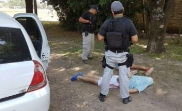 Detuvieron tres personas con drogas y granadas durante un operativo de control
