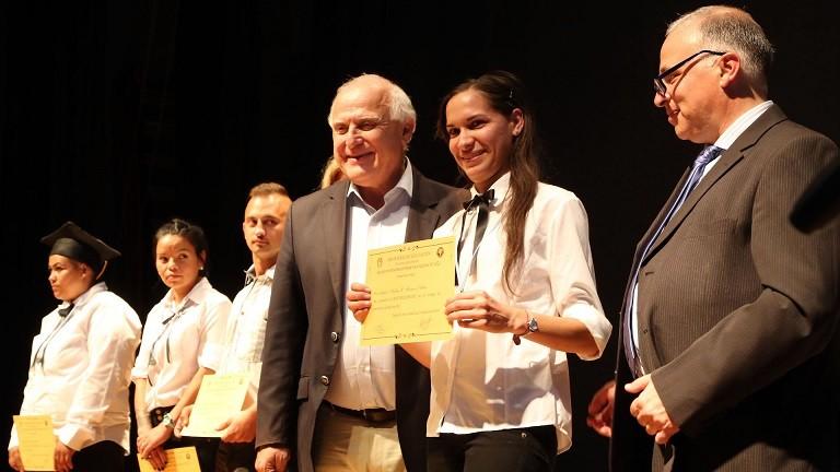 Lifschitz participó del acto de colación de alumnos del Plan Vuelvo a Estudiar