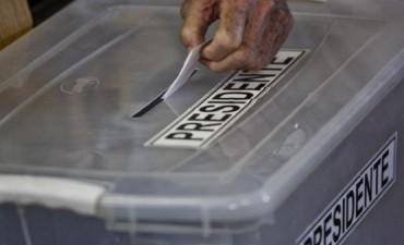 Encontraron un juguete sexual en una caja sellada con material electoral
