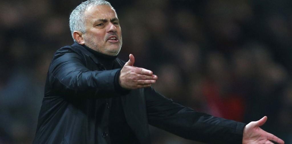Manchester United echó a José Mourinho
