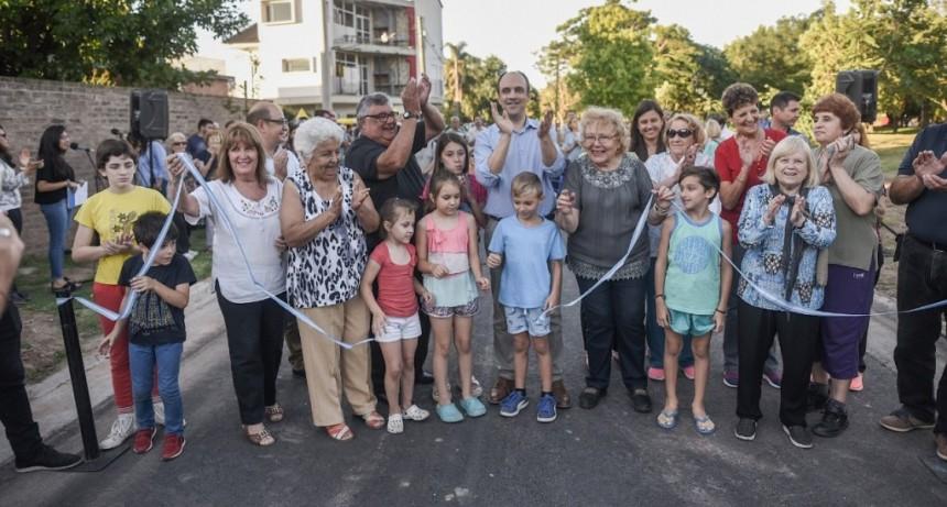 Inauguraron la pavimentación sobre calle Vélez Sarsfield entre Salvador del Carril y Llerena