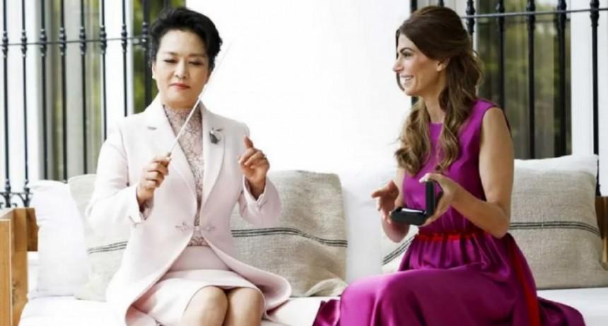Una batuta de Barenboim y bicicletas: los regalos de las primeras damas de Argentina y China