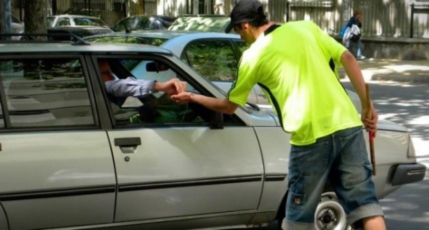 La Legislatura porteña prohibió la actividad de trapitos y limpiavidrios