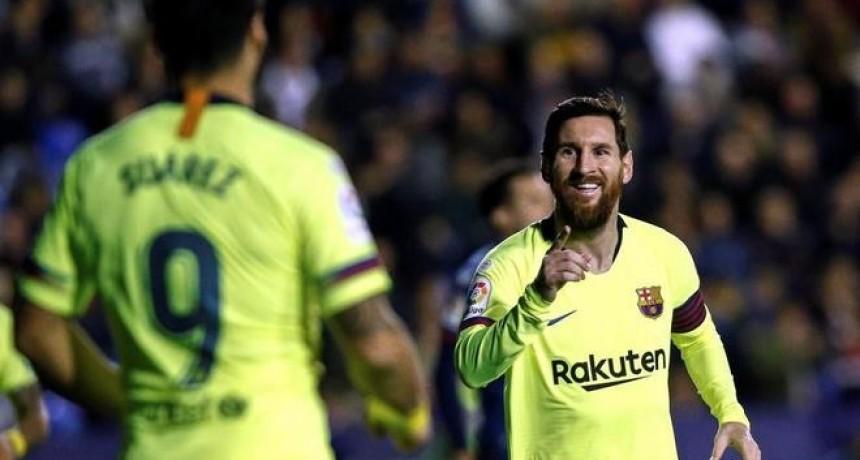 Messi metió tres goles y Barcelona volvió a ser único líder