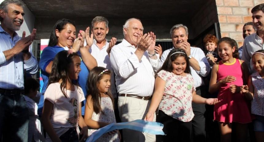 Lifschitz inauguró las obras de remodelación de la vecinal del Alto Verde