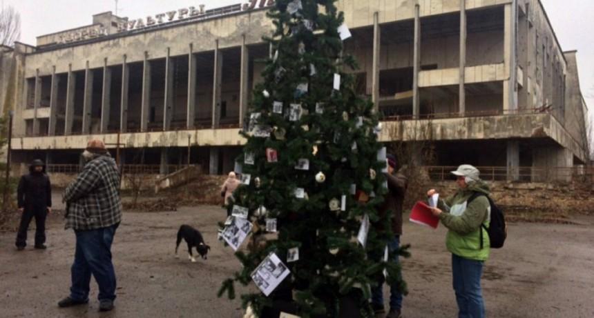 Armaron un árbol de Navidad en Chernobyl por primera vez desde la tragedia nuclear