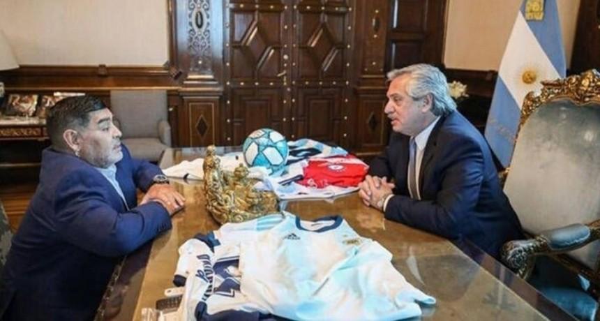 Alberto Fernández y Diego Maradona, mano a mano en Casa Rosada