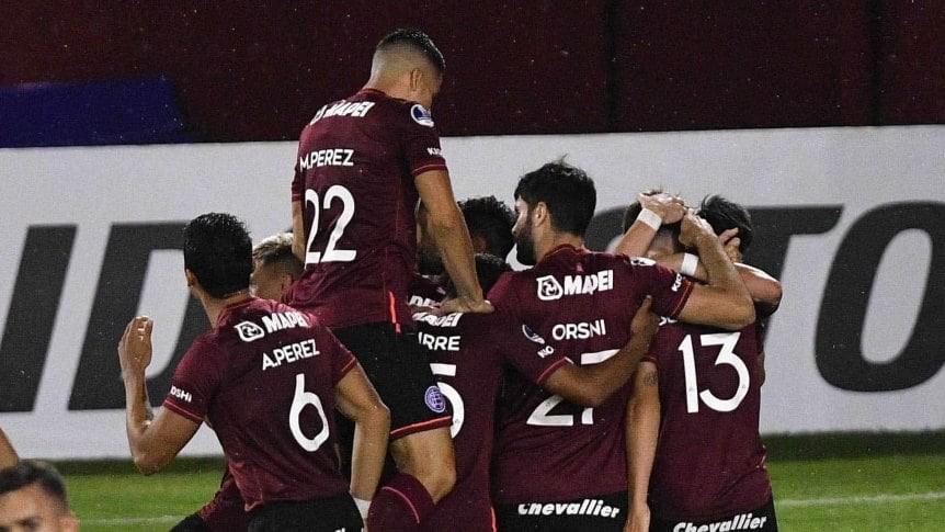 Lanús goleó a Bolivar y se metió en los cuartos de la Copa Sudamericana